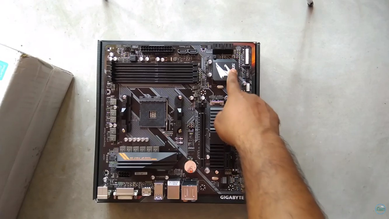 Unboxing and Review of Gigabyte Aorus B450 M